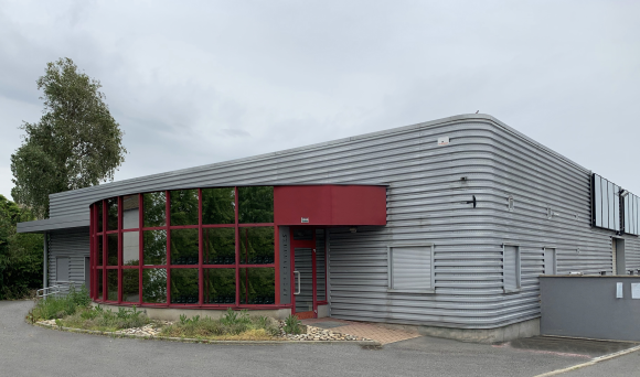 A VENDRE - MACON SUD - Locaux industriels.