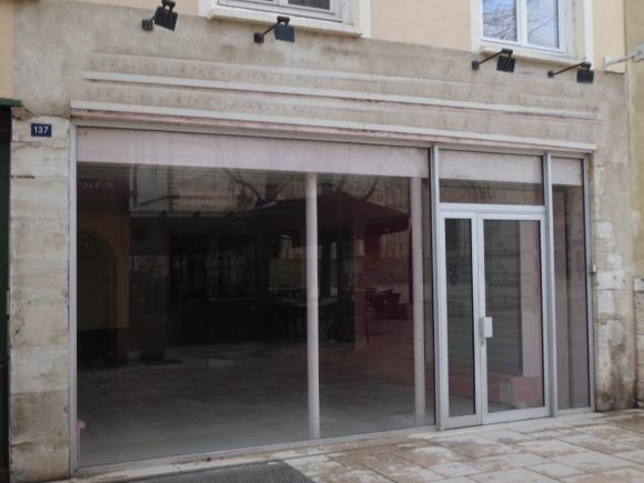 A VENDRE - MACON CENTRE - Local commercial.