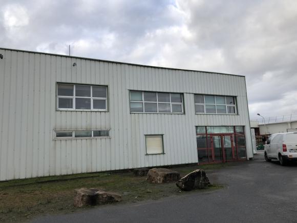 A VENDRE - ZAC DES BOUCHARDES - Locaux industriels.
