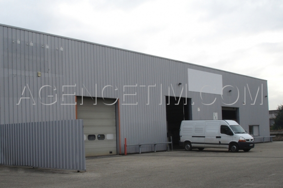 A LOUER - MACON SUD - Locaux industriels.