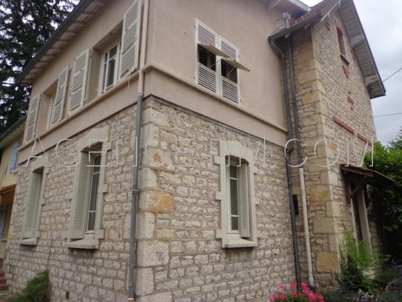 Belle maison années 1930, tout en pierre