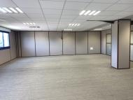 A LOUER - MACON LOCHE - Local à usage commercial ou. de bureaux.