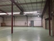 A LOUER - MACON SUD - Ateliers et espace de stockage.