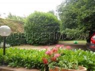 agréable jardin avec ses arbres fruitiers